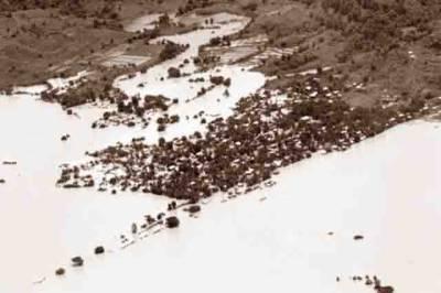 مقبوضہ کشمیر میں طوفانی بارشوں سے تباہی، متعدد پل تباہ، بند ٹوٹ گئے