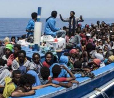 بحرہ روم: اٹلی کے کوسٹ گارڈز نے 1800 تارکین وطن کو بچالیا 'کشتی سے 5نعشیں برآمد