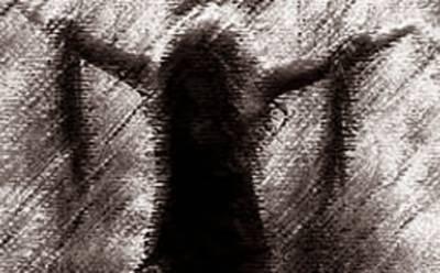 فیصل آباد: عدالتی بیلف نے چھاپہ مار کر غیرقانونی حراست میں رکھی خاتون برآمد کر لی جج کا سی پی او کو ایس ایچ او کیخلاف کارروائی کا حکم
