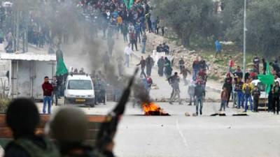 مسجد اقصیٰ میں داخلے کی اجازت نہ ملنے پر ہزاروں فلسطینیوں کا مظاہرہ، اسرائیلی اقدام کی مذمت