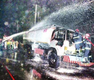 گورومانگٹ: آئل ٹینکر میں آگ لگنے سے پٹرول پمپ بھی لپیٹ میں آ گیا، لاکھوں کا نقصان