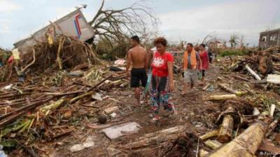 فلپائن : سمندری طوفان لوزان جزیرے سے ٹکرا گیا ہزاروں افراد کا انخلاءمتعدد پروازیں منسوخ