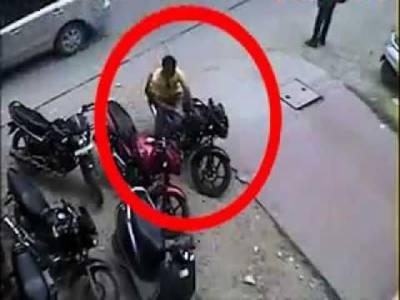 21 وارداتیں، ڈاکوئوں نے 36 لاکھ سے زائد کا مال لوٹ لیا، 3 کاریں، 7 موٹر سائیکل چوری