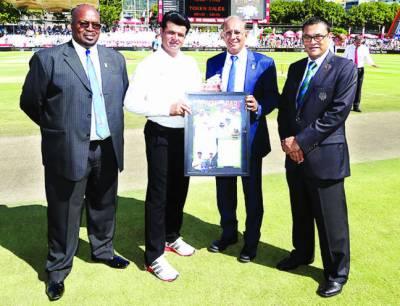 پاکستانی سٹار علیم ڈار نے بطور امپائر ٹیسٹ میچوں کی سنچری مکمل کر لی