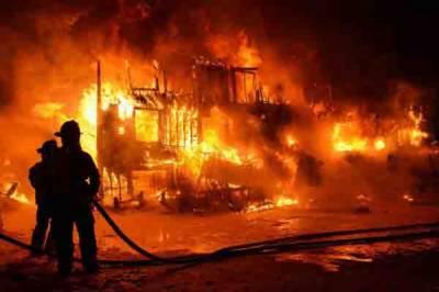 کراچی: آتشزدگی سے بانس کا گودام اور تین کارخانے خاکستر ڈھائی کروڑ سے زائد کا نقصان