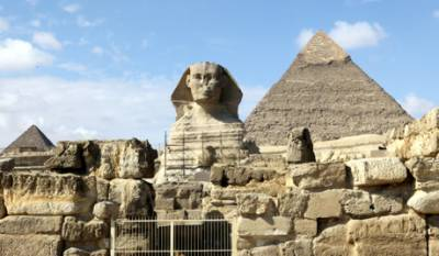 بہادر نوجوان 8 منٹوں میں اہرام مصر پر چڑھ گیا