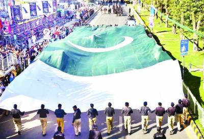 رات 12 بجتے ہی منچلو ںکا ون ویلنگ سے یوم پاکستان تقریبات کا آغاز