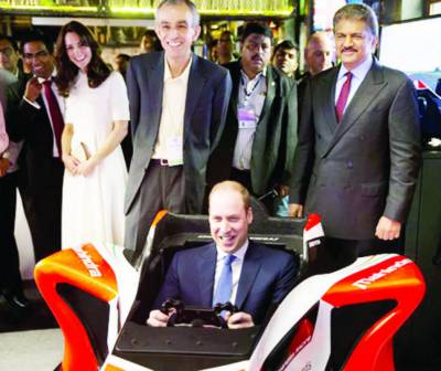 ممبئی: برطانوی شہزادہ ولیم نے کیفے کے دورہ کے دوران سموسہ بنانے میں مدد کی، کیٹ کا چکھنے سے انکار