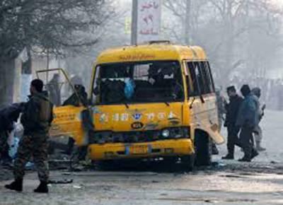 افغانستان: بس پر خودکش حملہ' جھڑپیں' 12 ریکروٹس' وزارت تعلیم کے 2 اہلکاروں سمیت 49 ہلاک