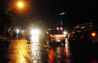 ملتان سمیت مختلف علاقوں میں آندھی بارش 4 افراد زخمی