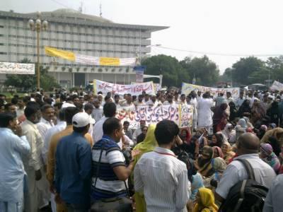 مطالبات منظور' اساتذہ نے پنجاب اسمبلی کے باہر دھرنا 30 گھنٹے بعد ختم کر دیا