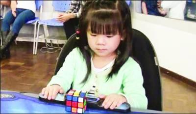 برازیل: 3سالہ بچی کا 47 سیکنڈ میں ریوبک کیوب حل کرنے کا ریکارڈ