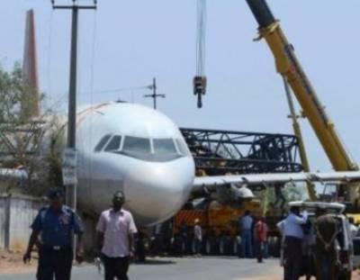 ملتان: ائر بلو کے طیارے سے صفائی والی گاڑی ٹکرا گئی' طیارہ گراؤنڈ