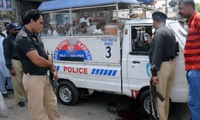 کراچی:فائرنگ سے 2 شہری زخمی، لوگوں نے 2 ڈاکوپکڑ لئے ایک کو تشدد کرکے مار ڈالا