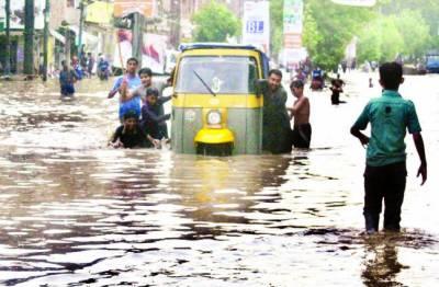 پنجاب، خیبر پی کے: بارش سے تباہی،6 بچوں سمیت9 افراد جاں بحق، کئی نالوں میں طغیانی