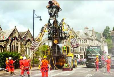 برطانیہ میں دنیا کا سب سے بڑا مشینی پتلا نمائش کیلئے پیش