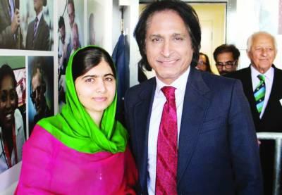 ملالہ یوسفزئی پاکستان اور انگلینڈ کا تیسرا ٹیسٹ میچ دیکھنے سٹیڈیم پہنچ گئیں