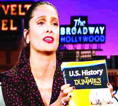 خضر خان کے بعد ہالی وڈ اداکارہ سلمیٰ ہائیک نے بھی ٹرمپ کو کتاب کے مطالعے کا مشورہ دے دیا