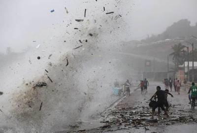 سمندری طوفان ''نکول'' جزیرہ برمودا سے ٹکرا گیا 20 ہزار افراد بجلی سے محروم' سکول اور دفاتر بند