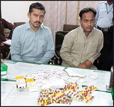 عملہ کی ملی بھگت: نشتر سے ادویہ چوری، ڈسپنسر سمیت2 افراد پکڑے گئے