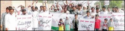 واٹر منیجمنٹ کے کنٹریکٹ ملازمین کی بچوں کے ہمراہ احتجاجی ریلی ' مظاہرہ
