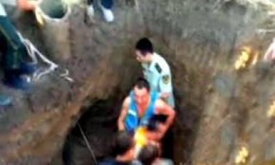 چین: تنگ کنویں کو چوڑا کرکے 4 روز بعد گرنے والے بچے کی نعش نکال لی گئی