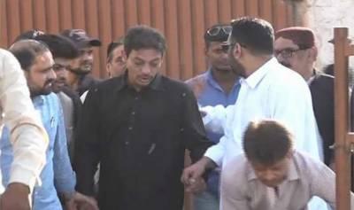 سابق سینیٹر فیصل رضا عابدی کو ضمانت کی منظوری کے بعد سینٹرل جیل کراچی سے رہا کر دیا گی