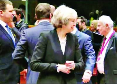بریگزٹ نے برطانیہ کو کہیں کا نہ چھوڑا یورپی یونین اجلاس میں وزیراعظم تھریسامے اکیلی رہ گئیں، کسی نے ہاتھ نہ ملایا