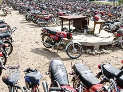 2 چور گینگز کے 4 ارکان گرفتار لاکھوں کی گاڑیاں اور موٹرسائیکلیں برآمد
