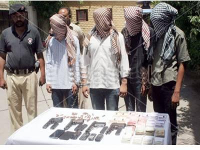 چوری کی وارداتوں میں ملوث گینگ کے 4 ملزم گرفتار' لاکھوں کا سامان' اسلحہ برآمد