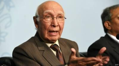 بھارت سے مذاکرات کیلئے تیار ہیں' پاکستان کشمیر سے کبھی پیچھے نہیں ہٹے گا : سرتاج عزیز