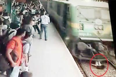 ممبئی: تیز رفتار ٹرین کی زد میں آنے والی لڑکی محفوظ رہی