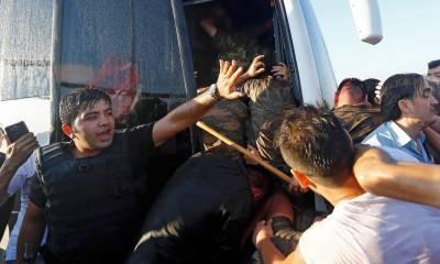 زہریلا کھانا کھانے سے 372 ترک فوجی بیمار' غذا فراہم کرنیوالی کمپنی کے مالک سمیت 19 گرفتار