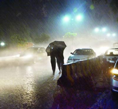 پری مون سون لاہور سمیت اضلاع میں آندھی بارش 300 فیڈر زٹرپ 4 جاں بحق