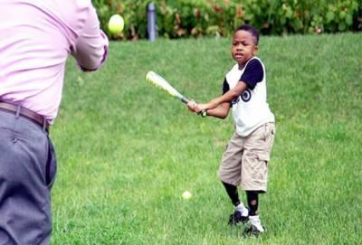 ٹرانسپلانٹ کئے گئے ہاتھوں والا امریکی بچہ کھیلنے کے قابل ہوگیا