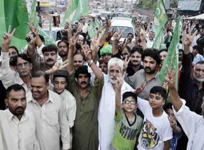 نوازشریف سے یکجہتی کیلئے مسلم لیگ ن کی ریلیاں' سپریم کورٹ کے فیصلے پر تحریک انصاف کا جشن جاری