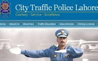 سٹی ٹریفک پولیس کا قوانین آگاہی فلوٹ سڑکوں پر رواں رہا