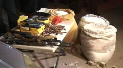 کراچی میں آپریشن تیز ، برطرف پولیس اہلکا ر ، اسکی بیوی اور 4 دہشتگردوں سمیت 13 ملزم گرفتار ، اسلحہ برآمد