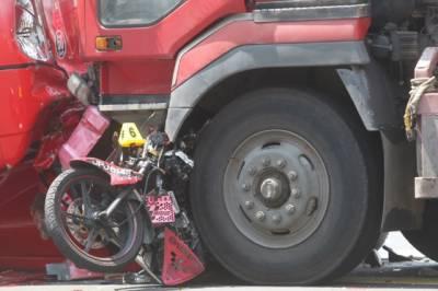 اوکاڑہ، مظفر گڑھ: ٹریفک حادثات، دو خاندانوں کے 3 بچوں سمیت 8 افراد جاں بحق