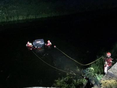 شیخوپورہ: تیزرفتار کار نہر میں گرنے سے 2 دوست جاں بحق، 3 کی حالت نازک