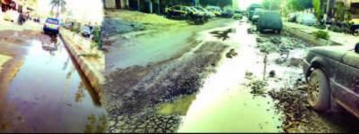 واٹر بورڈ کی نااہلی جگہ جگہ رساﺅ نوتعمیر شاہراہ پروین شاکر تباہ