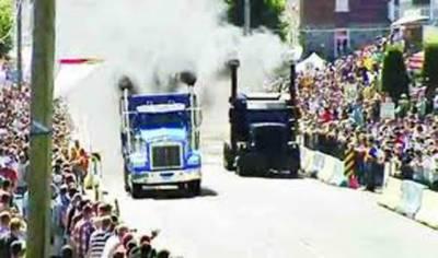 کینیڈا:عام سڑکوں پر ٹرک کی منفرد ریس