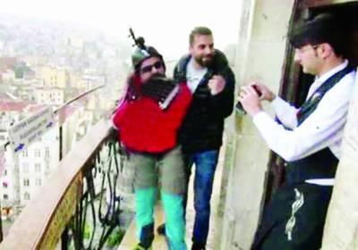 ترکی: نوجوان کی 118فٹ کی بلندی سے کامیاب بیس جمپنگ