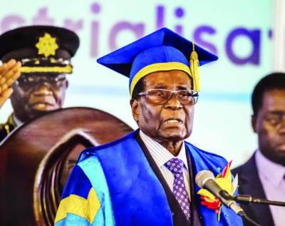موگابے منظرعام پر آگئے، فوج کا صدارت پر برقرار رکھنے سے انکار