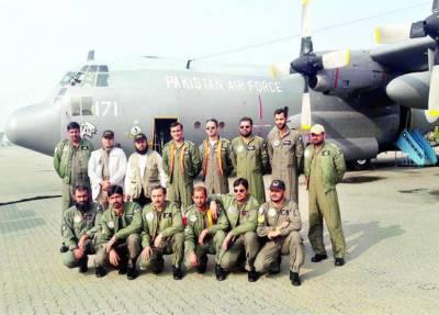 پاکستان سے سی ون تھری طیارہ زلزلہ متاثرین کیلئے امدادی سامان لے کر ایران پہنچ گیا