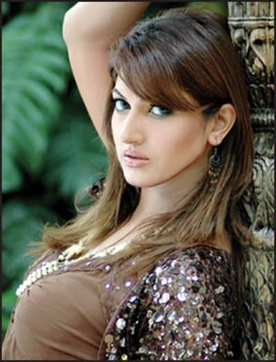 کسی کی دل آزاری کر کے انسان کبھی خوش نہیں رہ سکتا : فلمسٹار ثناء