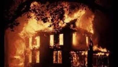 رنجش پر مبینہ طور پر ایک گھر کو آگ لگا دی گئی ، نقدی ، قیمتی سامان جل کر راکھ