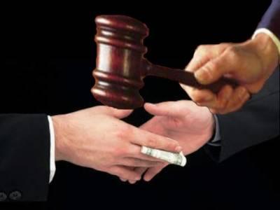 رشوت کے 3 لاکھ روپے واپس نہ کرنے پر تھانیدار پر فرد جرم عائد