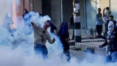 مقبوضہ کشمیر : بھارتی فوج پر پتھراو¿ وادی میں احتجاج کا سلسلہ جاری،کاروباری مراکز ،تعلیمی ادارے بند رہے حالات کشیدہ،جھڑپوں میں متعدد زخمی