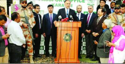 اب کسی کو کراچی کے امن سے کھیلنے کی اجازت نہیں دیں گے: احسن اقبال